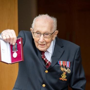 100-летний полковник Том Мур собрал 30 миллионов фунтов