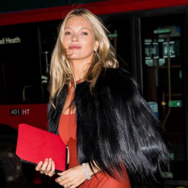 Кейт Мосс, Рейчес Вайс и другие британские звезды в благотворительном аукционе Vestiaire Collective