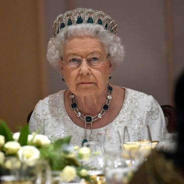 Три обращения Елизаветы II
