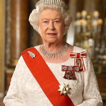 Символ монархии: 9 самых красивых тиар Елизаветы II