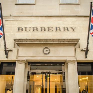NHS: «Дайте нам телефон Burberry»