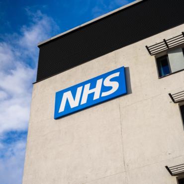 Врач NHS отвечает на наши вопросы о COVID-19