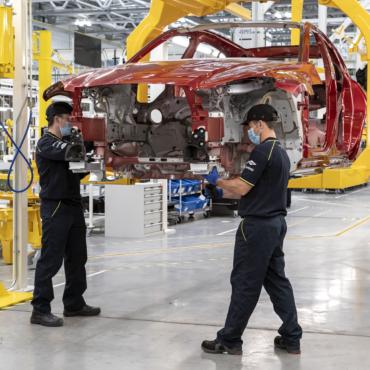 Aston Martin возобновляет производство