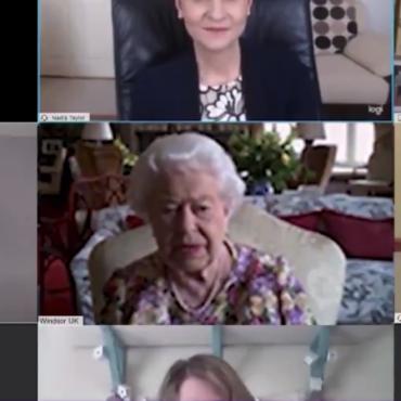 Первый ZOOM Ее Величества: королева Елизавета II освоила видеозвонки