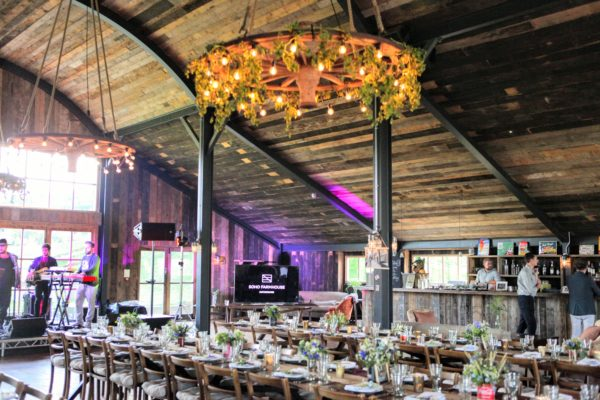 Свадьба в стиле рустик в амбаре Soho Farm House