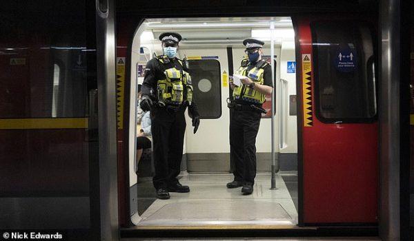Полиция начала штрафовать пассажиров метро без масок