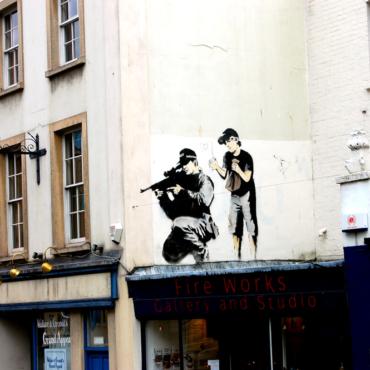 #zimagram: ракушки-аммониты, стрит-арт и старые витрины Лондона