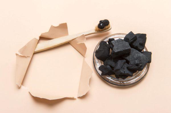 Зубная паста из меда и угля
