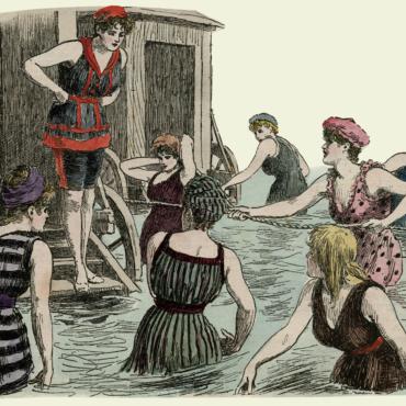 От купальных машин до бикини: как менялась пляжная мода в Великобритании