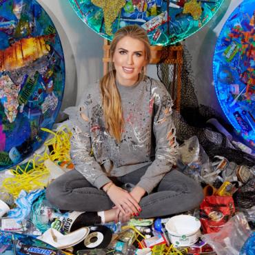 «Об экологических проблемах нужно заявлять масштабно — через искусство». Художник из России создает арт-объекты из металла, пепла и пластика в Лондоне