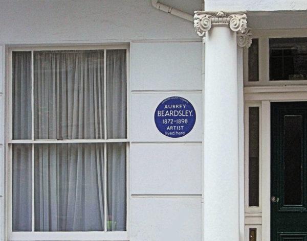 Мемориальная доска Бирдсли установлена в квартале Пимлико по адресу 114 Cambridge Street, London SW1V 4QF