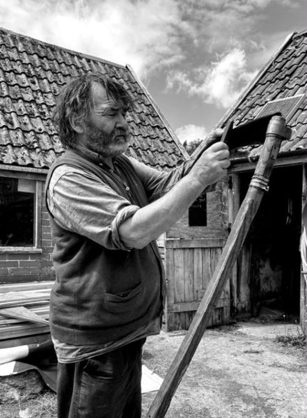 Саймон - владелец фермы