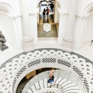 Прямой эфир и фотоотчет: как галерея Tate Britain открылась после карантина
