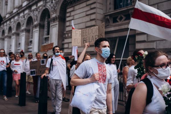 Белорусы прошли маршем от Вестминстера до Кенсингтона и устроили митинг у посольства