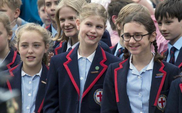 Дочь принца Эдвада, Луиза Виндзор со своими одноклассницами
