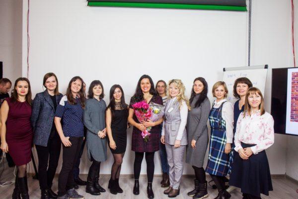 Как британские пенсионеры преподают английский язык русским студентам и помогают детям в Африке