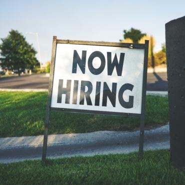 До 1000 человек на одну вакансию — в Британии не хватает рабочих мест