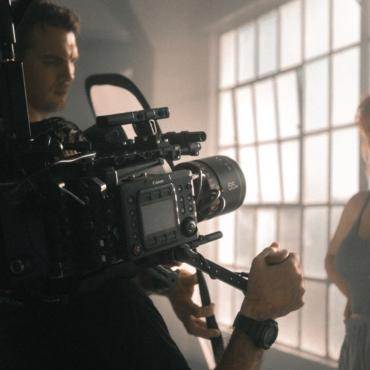 Как попасть в британский кинематограф: университеты, съемки в массовке и личный опыт