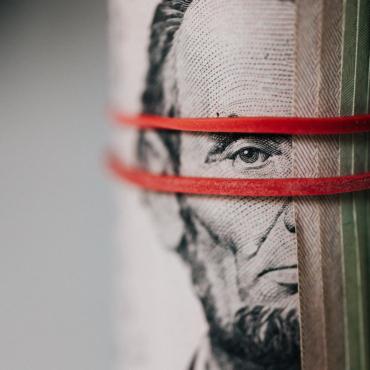 Запах денег: что делать, если банк требует раскрыть источники доходов 20-летней давности?