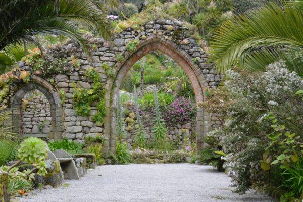Тропические сады Треско-Эбби-гарденс на месте разрушенного аббатства