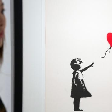В Лондоне открылась масштабная выставка работ уличного художника Бэнкси