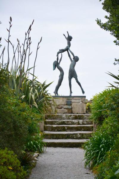 Современная скульптура в Треско-Эбби-Гарденс