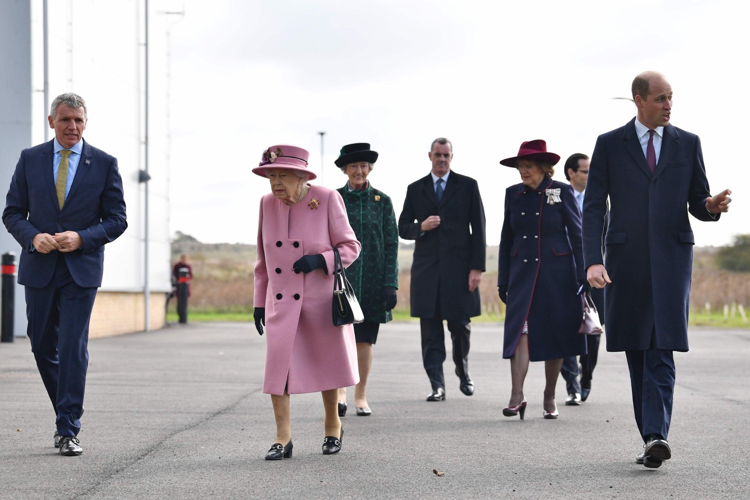 Королева Елизавета II появилась на публике впервые с начала пандемии