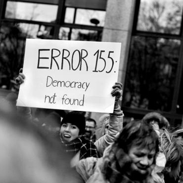 Financial Times: демократия сталкивается с большими угрозами, чем Владимир Путин