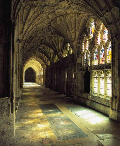 Крытый монастырский двор Глостерского собора