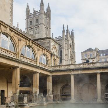 Идея на уикенд: Бат, бани и булочки. Что посмотреть в самом красивом городе Англии