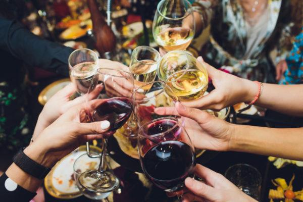 Бокалы с алкоголем