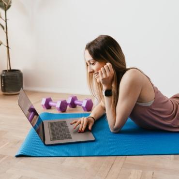 Виртуальная йога и бег на дистанции: где в Лондоне заниматься спортом во время локдауна
