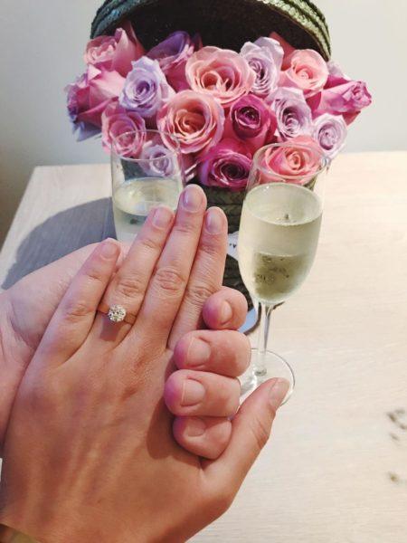 Цветы и обручальные кольца