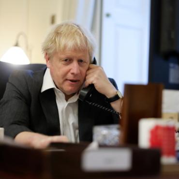 Борис Джонсон принял извинения министра здравоохранения на фоне скандала