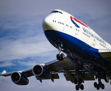 С понедельника Британия закрывает безопасные воздушные коридоры со всеми странами