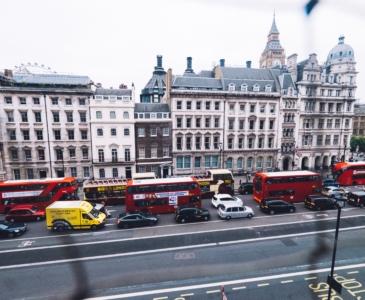 «Зеленый свет»: все лондонские автобусы стали более экологичными