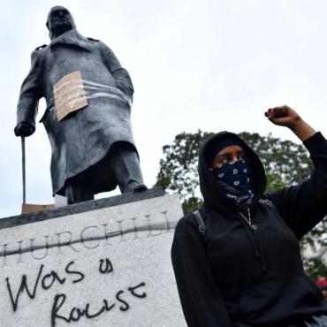 Илья Гончаров. Сносить памятники в Британии хотят разрешить официально
