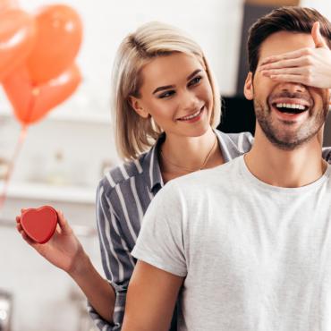 Для романтиков и не только: 7 идей подарков на День святого Валентина
