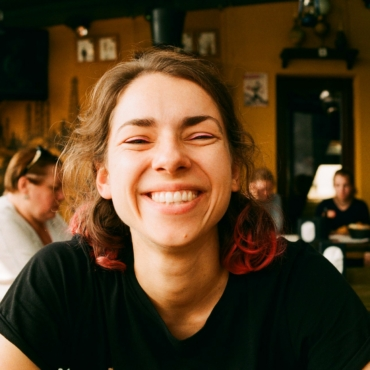 Художница перформанса Алиса Олева — об учебе в Goldsmiths и жанре Walking Art