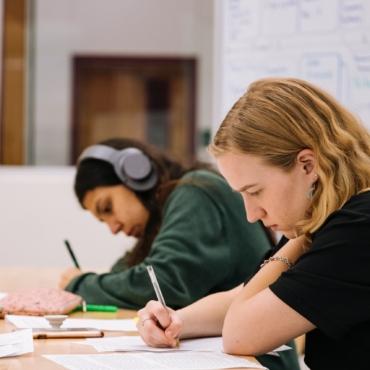 Важное о возвращении в английские школы: даты, экзамены, оценки