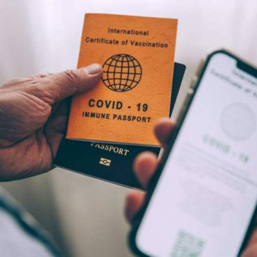 Маша Слоним. Паспорта вакцинации: за или против?