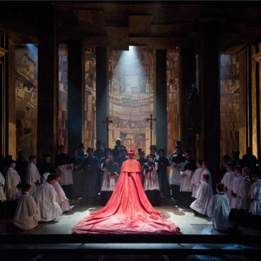 Что смотреть в театрах Лондона: опера «Рассказ служанки» и адаптация фильма «После жизни»