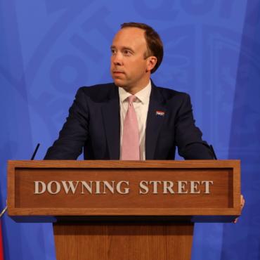Глава Минздрава Британии Мэтт Хэнкок покинул пост из-за нарушения антиковидных правил