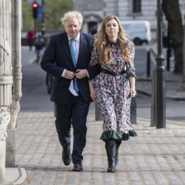 СМИ: Борис Джонсон планирует сыграть свадьбу следующим летом