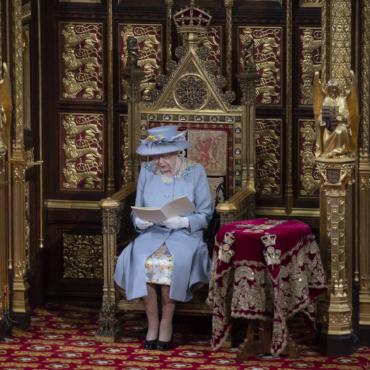 Иммиграционная политика и безопасность в интернете: какие законопроекты представила королева Елизавета II в своей речи