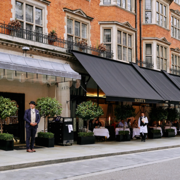 10 ресторанов с летними террасами в районе Мейфэр