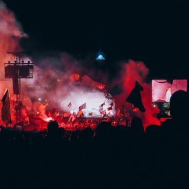Культовый музыкальный фестиваль Гластонбери проведут в сентябре (правда, только на один день и без палаток)
