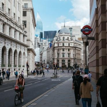Экономика Британии стремительно восстанавливается после пандемии. Эксперты дают оптимистичные прогнозы