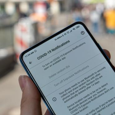 Британское правительство обсуждает введение ковидных паспортов для внутреннего использования