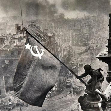 «Бессмертный полк», концерт и автопробег: как отметят День Победы в Великобритании